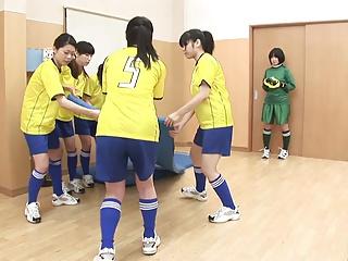 (モザ無)(篠宮香穂,関口真琴)(高画質)裸サッカー部の鬼コーチによる練習風景です