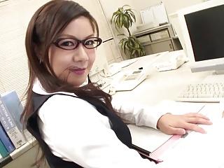 (モザ無)(中村シノ)(高画質)ミーティング中に男性店員を次々フェラチオ抜きしまくるむっちりすけべOL