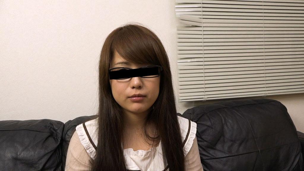 中野ゆう メイドカフェで勤務しているメガネ娘を騙してハメちゃいました