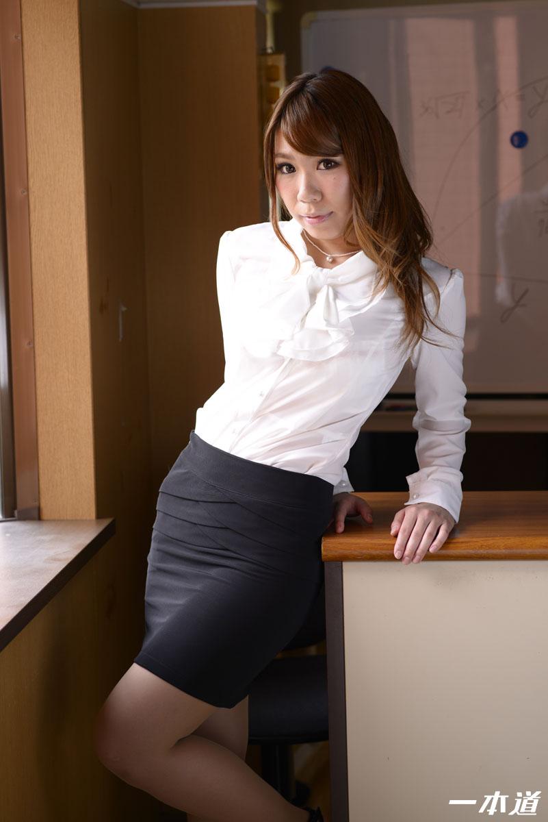 鈴村いろは 爆乳先生の特別性交補習授業