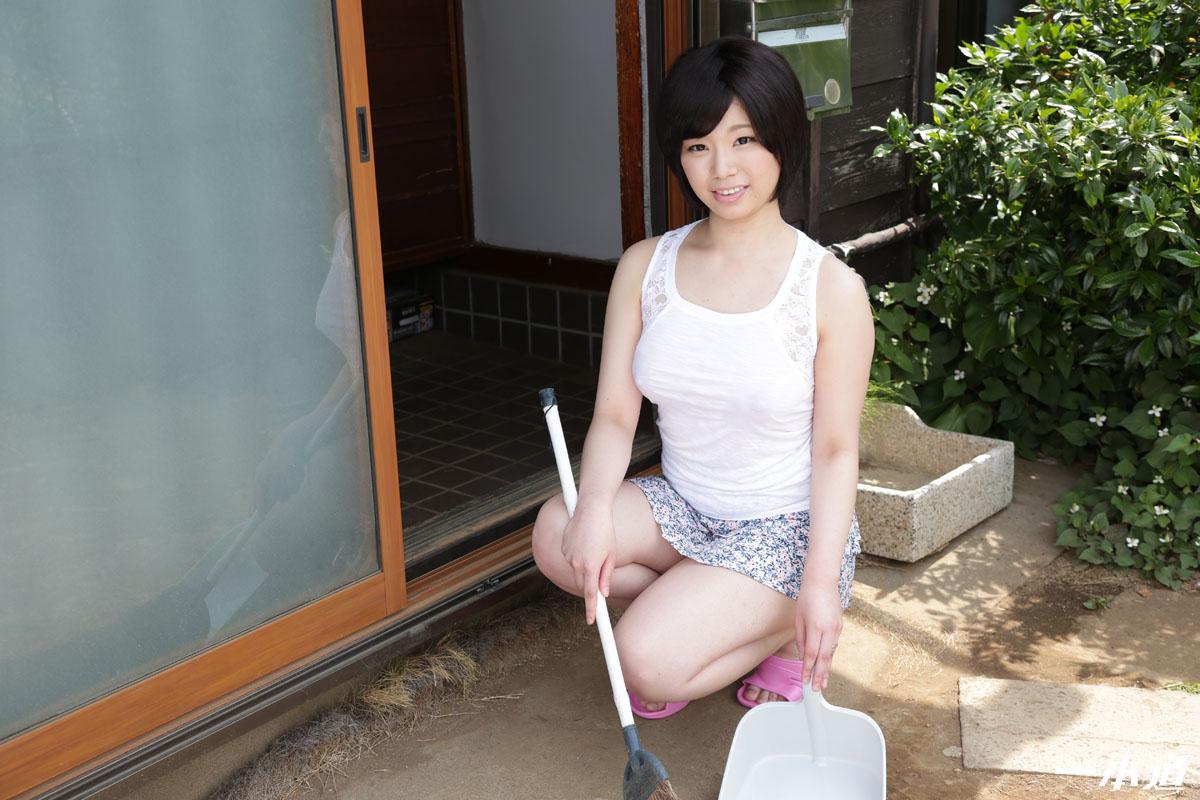 芦川芽依 ヤバ過ぎるノーブラ透け乳首の美人妻