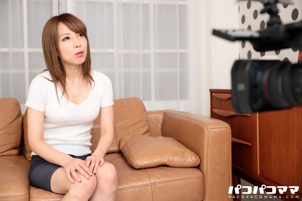 与田知佳 玄関先でスッポンポン 21 〜空いた口が塞がらないほどの美熟女が〜