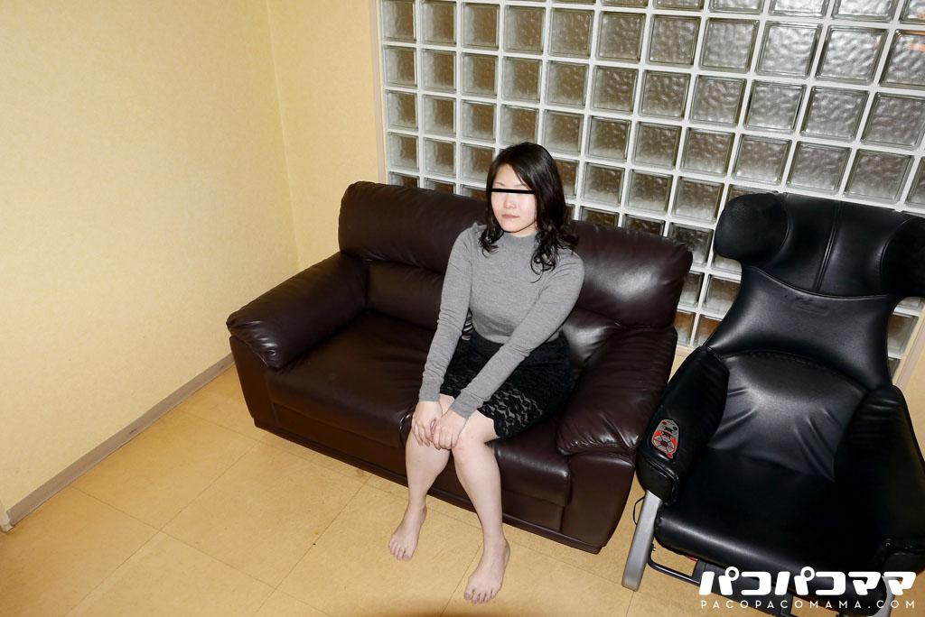 原明子 ごっくんする人妻たち111 〜脱ぐと凄い人妻は裸エプロンがお似合い〜